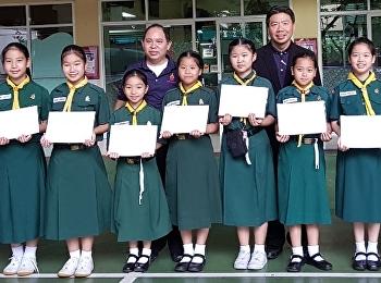 มอบเกียรติบัตรให้กับนักเรียนที่เข้าร่วมแข่งขันประกวดวาดภาพ รายการเนื่องในวันกรมสมเด็จพระปรมานุชิโนรส